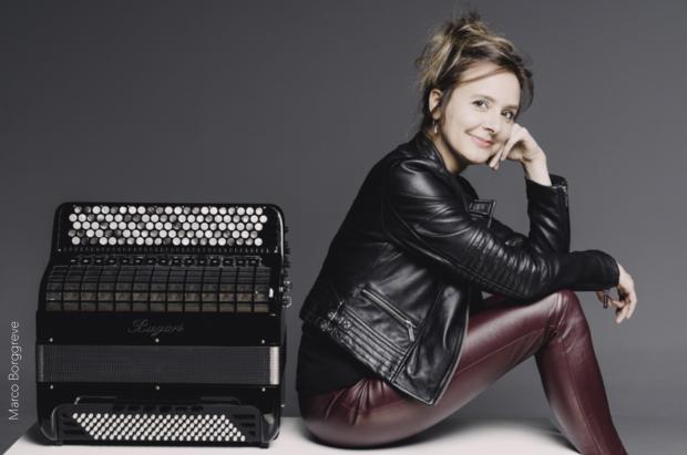Katarina Muti schickt ihre große russische Beute zum Schlagen